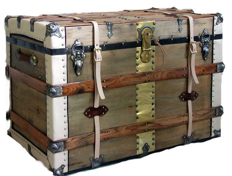 Antique Travel Trunk   Omero Home